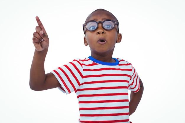 かわいい少年は、カメラにはないと言って指を振って
