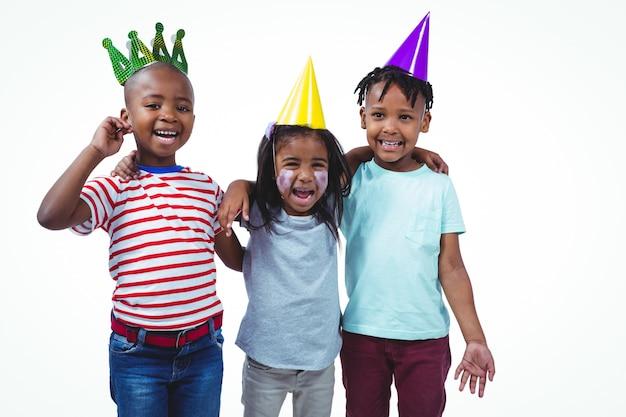 パーティーを楽しんでいる笑顔の子供たち