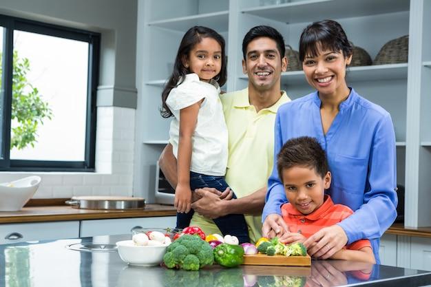 幸せな家庭のキッチン