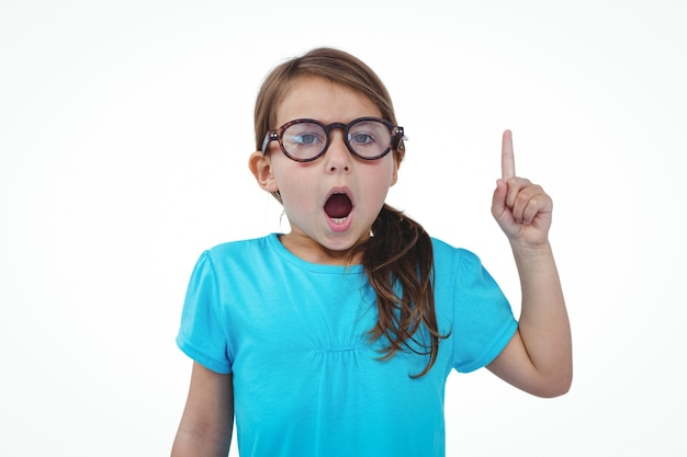 かわいい女の子は、カメラにノーと言って指を振って