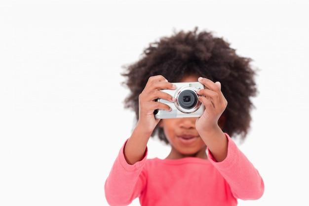 Счастливая девушка с фотографией