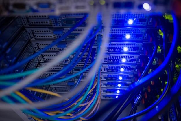Интерьер серверов в стойке