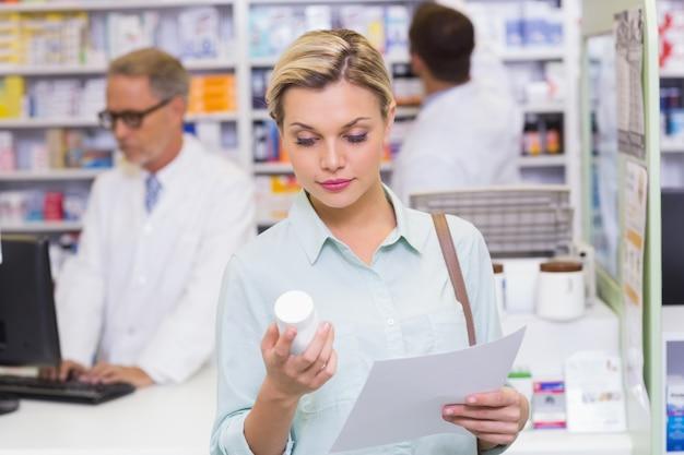 コスチューム、処方箋、薬瓶