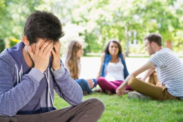 孤独な学生感覚がキャンパスでは除外された
