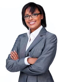 Бизнесмен со сложенными руками в очках