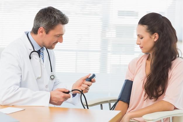男性、医者、血圧、女性、チェック