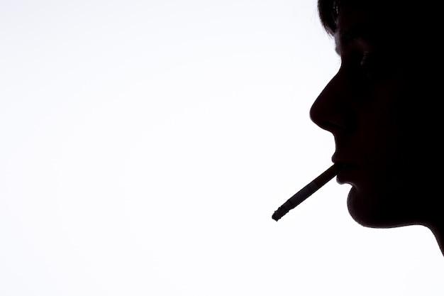 喫煙者のシルエット