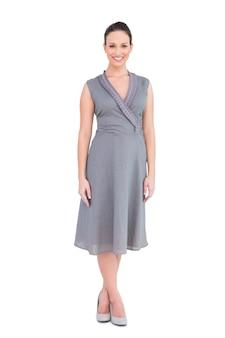 エレガントな女性が上品な上品なドレスで笑顔