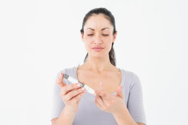 血糖値モニターを使った糖尿病のブルネット