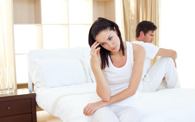 妊娠検査の結果を知る夫婦を怒らせる