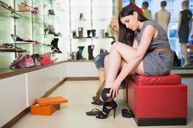 女の子、黒、靴