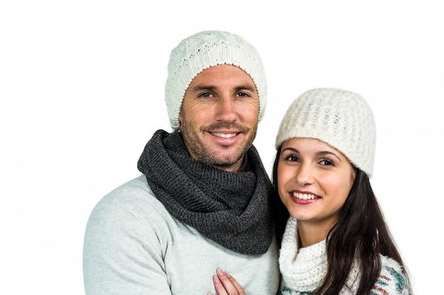カメラを見ている笑顔のカップル
