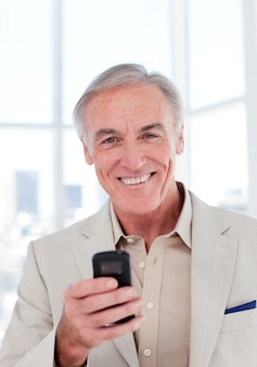 シニア、ビジネスマン、携帯電話