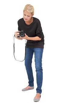 美しい女性写真家の全身