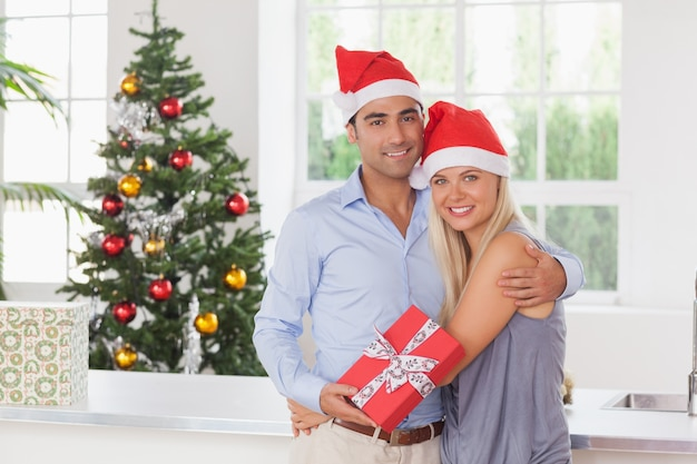 クリスマスの幸せなカップル