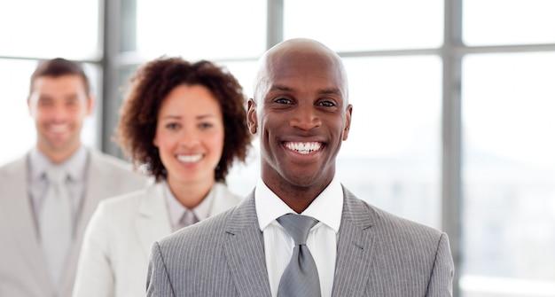 笑顔のビジネスマンの肖像