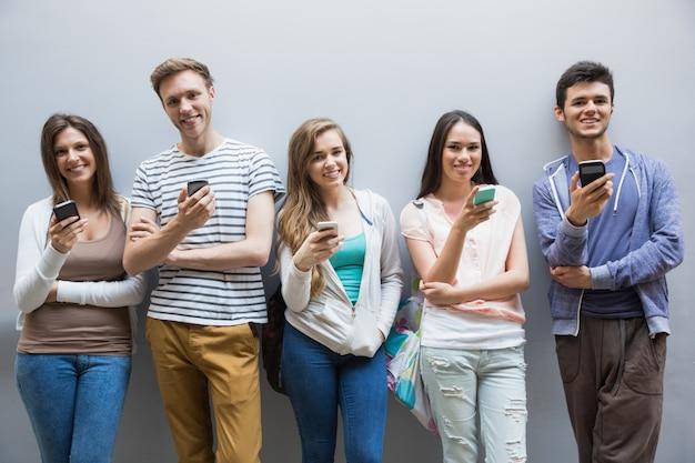 スマートフォンを連続して使用している学生