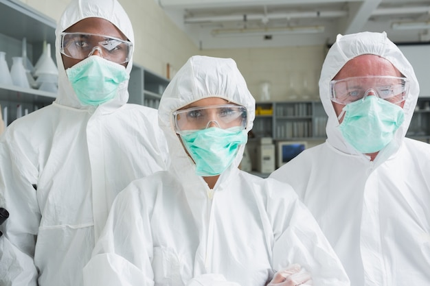 Команда из трех химиков