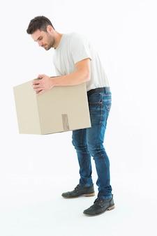 Человек доставки сбор картона коробки