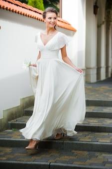 歩いて美しい花嫁
