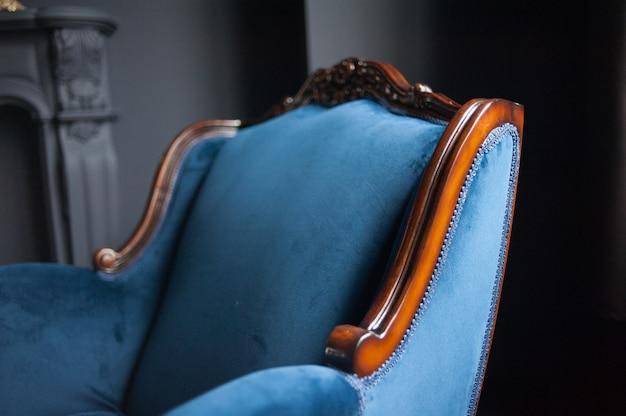 Старый винтажный интерьер дивана