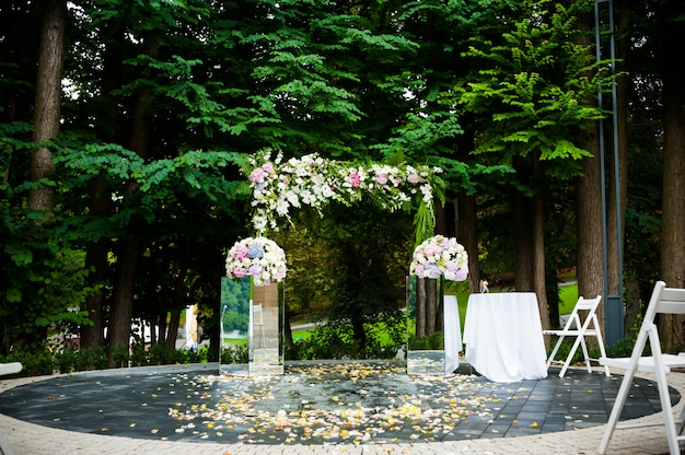 Большая свадебная арка