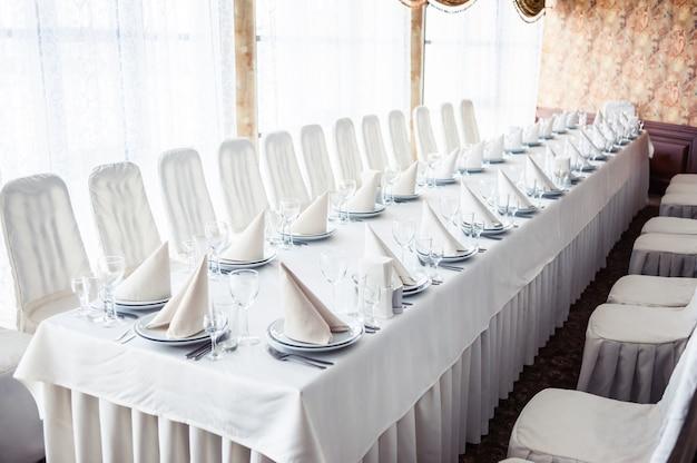 宴会テーブル