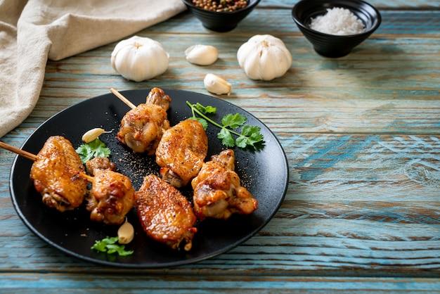 Жареная курица барбекю с перцем и чесноком