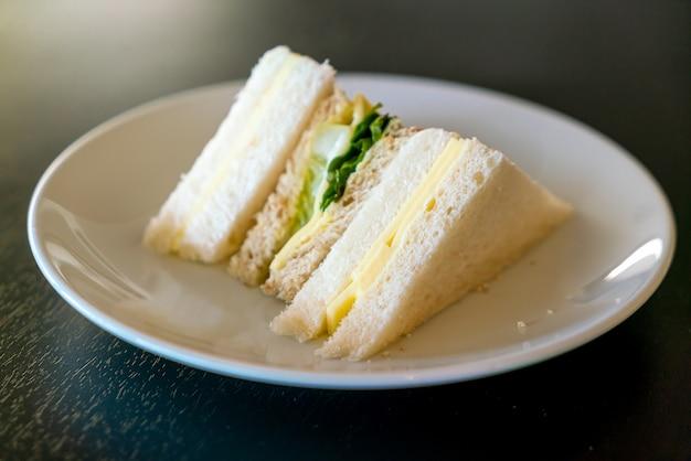 チーズと野菜のサンドイッチ