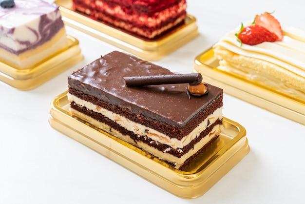 Шоколадный торт с миндалем