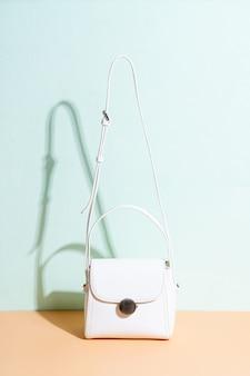 女性の革のファッションバッグ