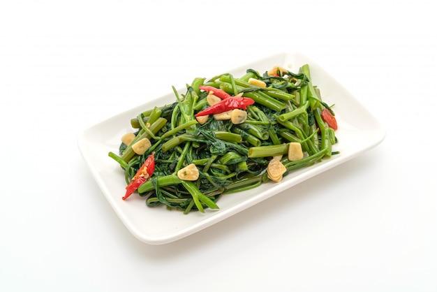 中国の朝顔炒めまたは水ほうれん草