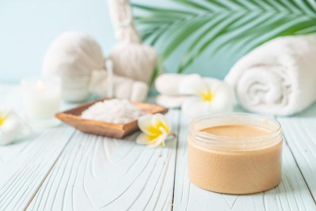 Спа-процедуры на деревянном столе