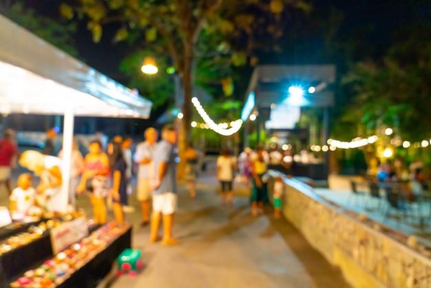 抽象的なぼかしと多重夜のストリートマーケット