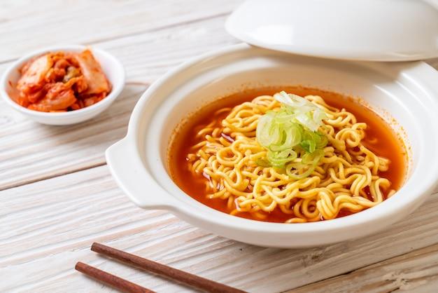 Лапша быстрого приготовления по-корейски с кимчи