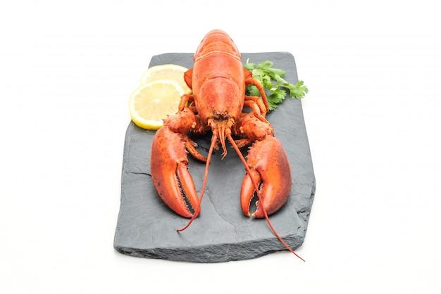 Свежеприготовленный омар на грифельной тарелке