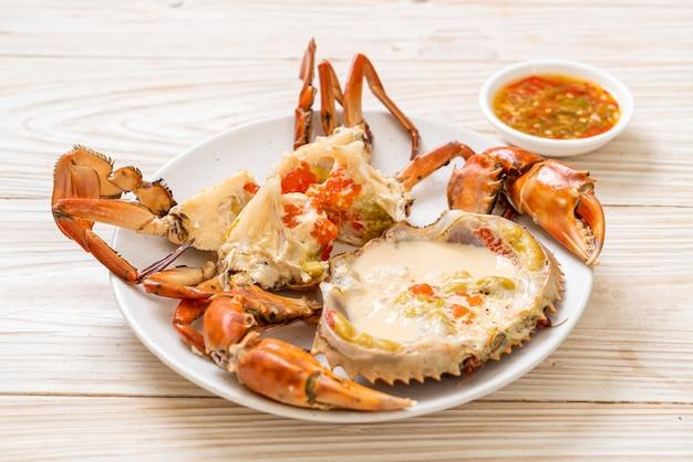新鮮な牛乳と卵の蒸し蟹