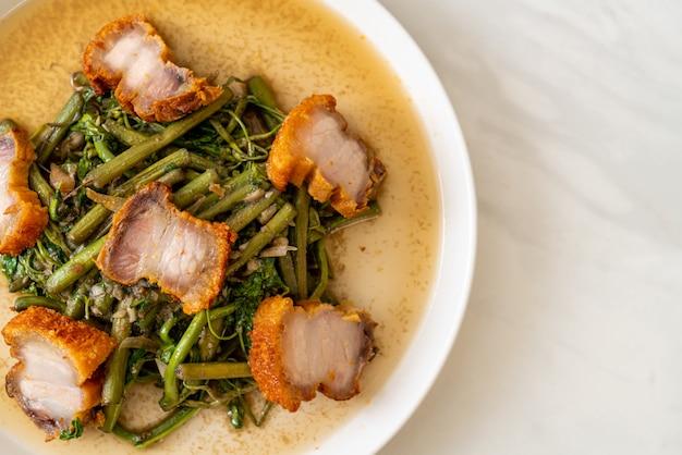 カリカリ豚バラ肉のミモザ炒め