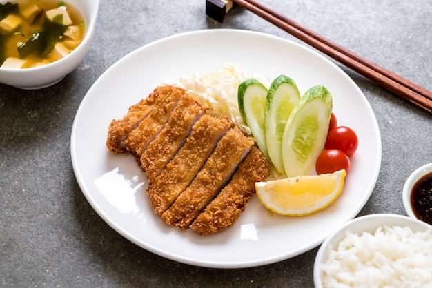 Японская свиная котлета во фритюре (тонкацу)