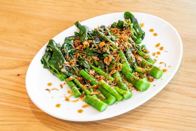 Жареная китайская брокколи или капуста в устричном соусе