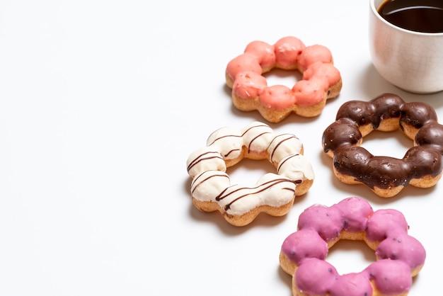 Пончик с красочными брызгает