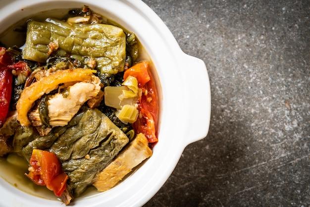 ゴーヤと豚肉入りのマスタードグリーンスープ