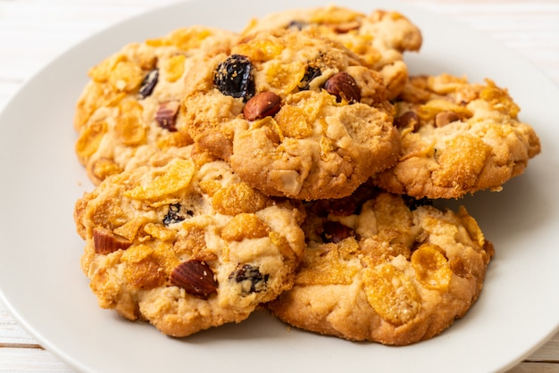 Печенье с кукурузными хлопьями и изюмом