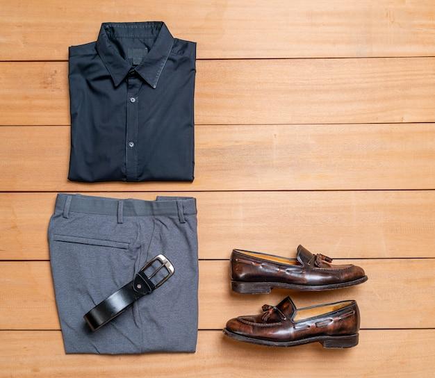 美しいカジュアルな男性のファッションと服のセット