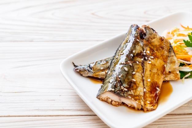 Стейк из рыбы саба на гриле с соусом терияки