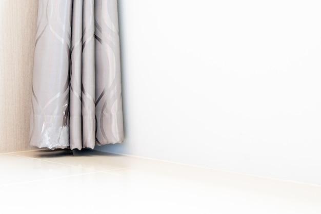 白い表面に美しいカーテン