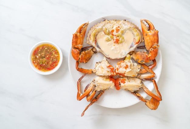 新鮮な牛乳と卵蟹の蒸し物、スパイシーシーフードソース