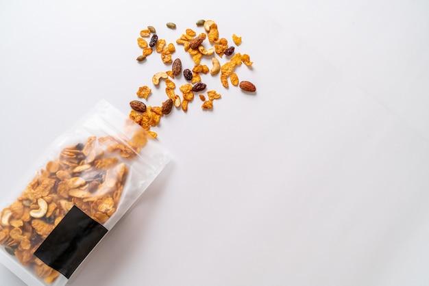 穀物コーンフレーク(カシューナッツ、アーモンド、カボチャの種、ひまわりの種)、健康的な多粒食品