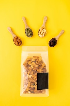 Зерновые кукурузные хлопья (орех кешью, миндаль, тыквенные семечки и семечки), здоровая многозерновая пища