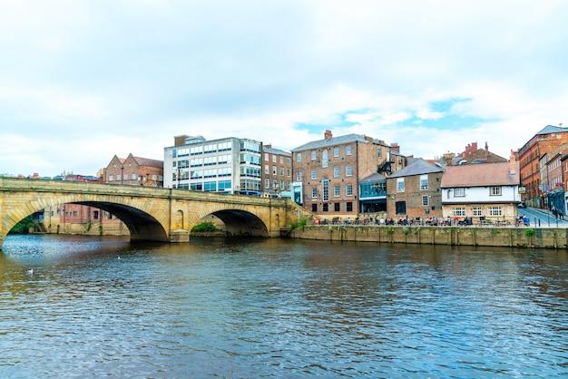 ヨーク、イギリスの川ウーズとヨーク市。